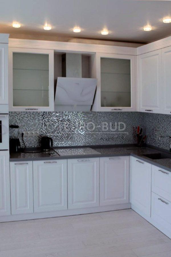 Двухкомнатная квартира + кухня-студия, 80 м2 - г.Киев, ул. Саксаганского